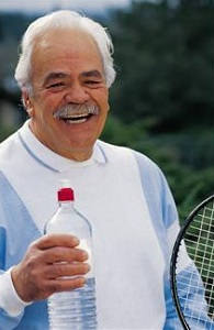 Older tennis player with water bottle