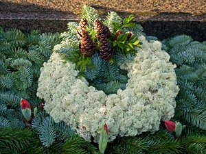 Cemetery grave garland wreath
