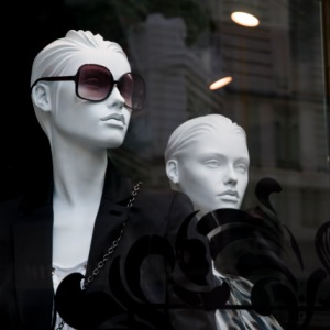 Two white female mannekins